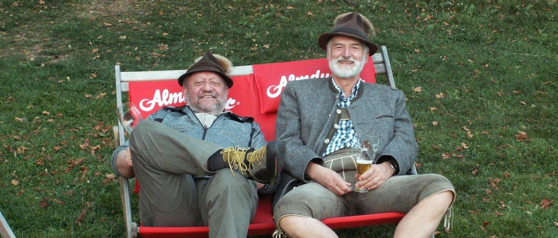 Karl Masser und Franz Müller überwachen das Geschehen – Klub Dachsbracke